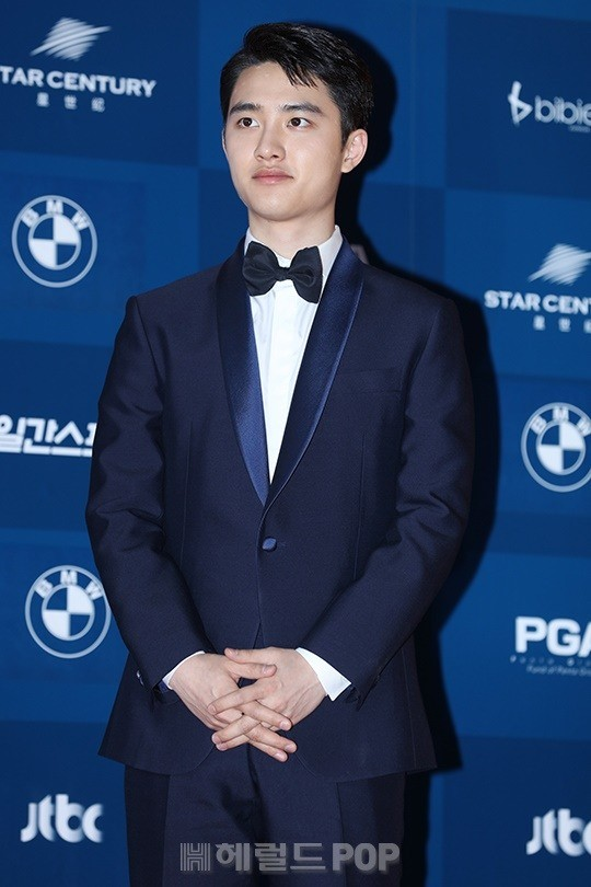 Do Kyung Soo tuy rằng khá hồi hộp vì tham gia một lễ trao giải lớn ở lĩnh vực phim ảnh chứ không phải là âm nhạc như thường lệ nhưng vẫn giữ được vẻ đẹp trai của mình. Những lần lấn sân sang phim ảnh, Do Kyung Soo luôn làm tốt vai trò diễn viên. Lần này, vai diễn Doo Young trong phim Anh tôi vô số tội đã mang đến cho anh đề cử Nam diễn viên mới xuất sắc nhất mảng điện ảnh.